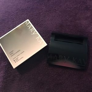 Mary Kay Compact -Brand New